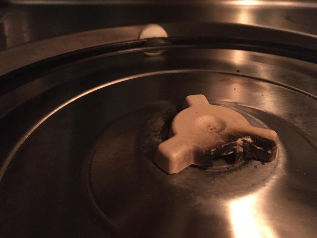 Сгоревший коплер поворотного стола микроволновой печи